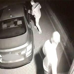 Car Thieves Steal £50,000 BMW In Seconds style=