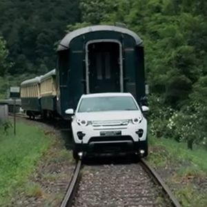 Land Rover Discovery Sport Tows 100-Ton Train style=
