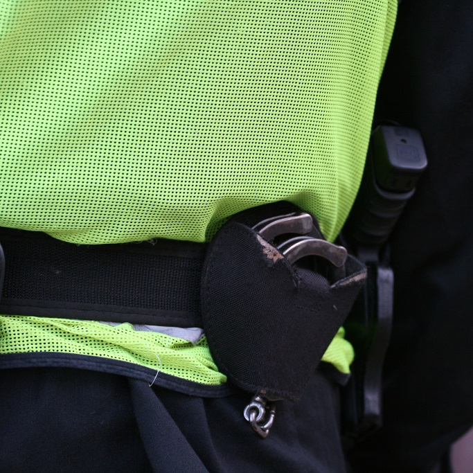 Police-handcuffs-wlodi-fleet-news