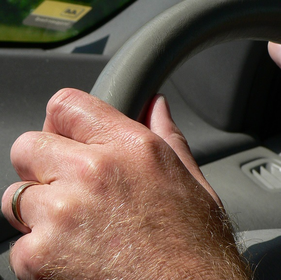 Hands-steering-wheel-fleet-news