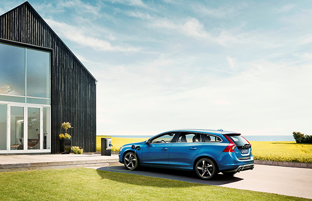 Volvo-V60-Plug-in-Hybrid-R-Design-side-new-fleet-cars