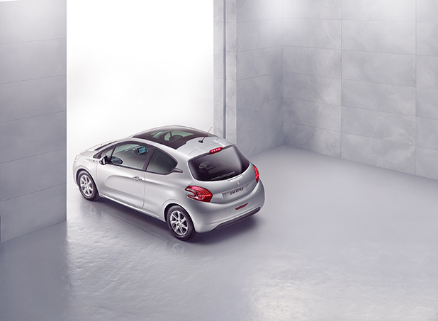 Peugeot-208-Style-back-new-fleet-cars