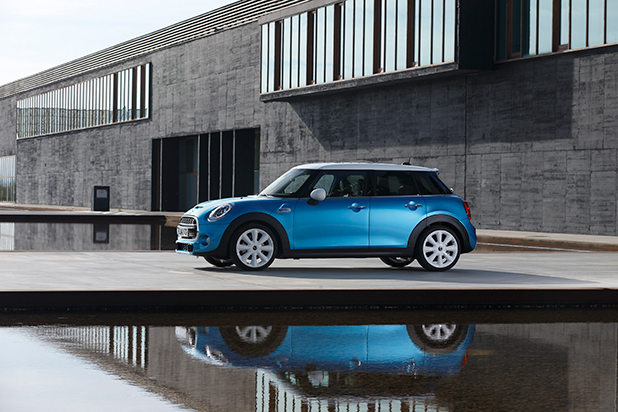 Mini-Hatch-five-door-side-fleet-news