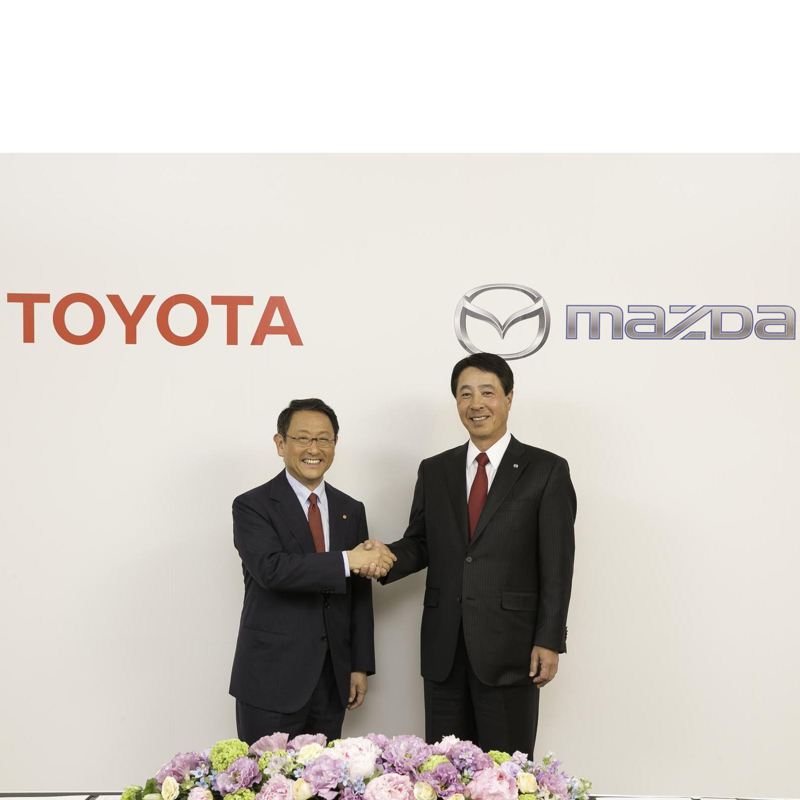 Toyota-Auris-Hybrid-Touring-fleet-news