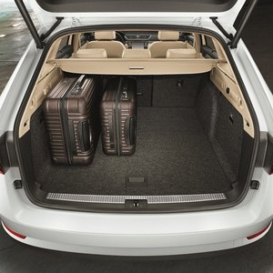 New-ŠKODA-Superb-Estate-gives-the-rest-the-boot