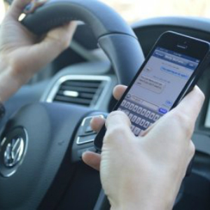 phone-while-driving