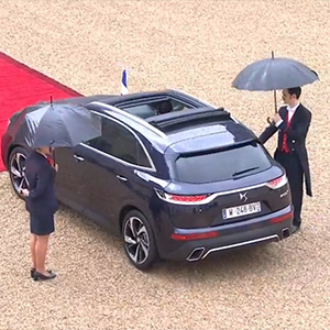 DS 7 CROSSBACK, French Presidency car arrives at the Elysee