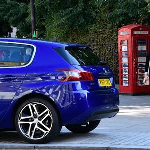 smallest car dealership-min