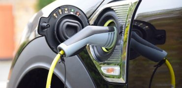 MINI-Countryman-S-E-charging-Green-Car-Guide-LOW-RES-1500x850