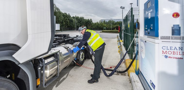 Refueling a Scania LNG truck